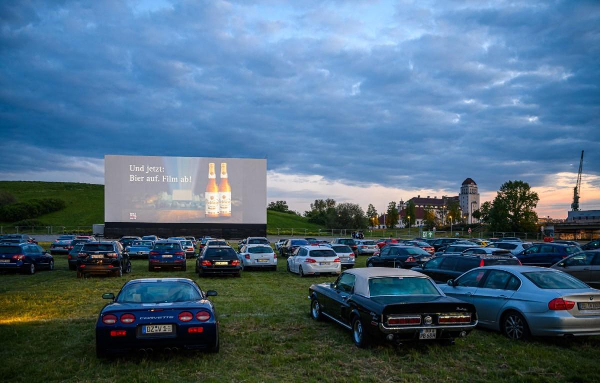"""CARS and STARS - das Autokino mitten in Dresden"